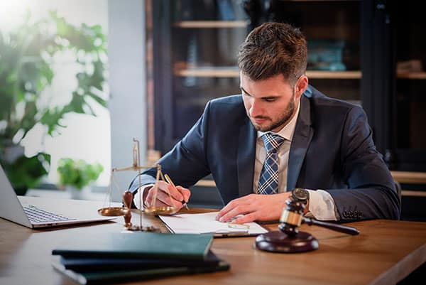 How Much Do Personal Injury Lawyers Make Per Case?